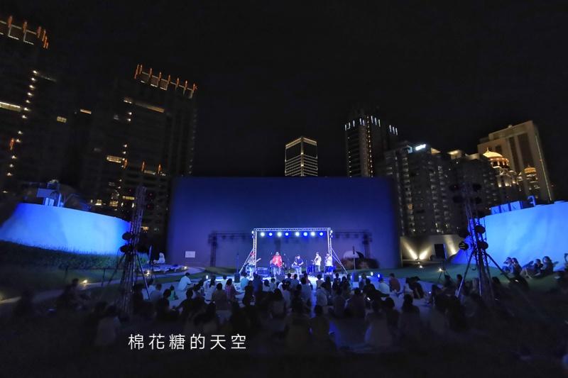暑假最後兩場~台中免費空中音樂會在歌劇院,用七期豪宅當做背景燈光