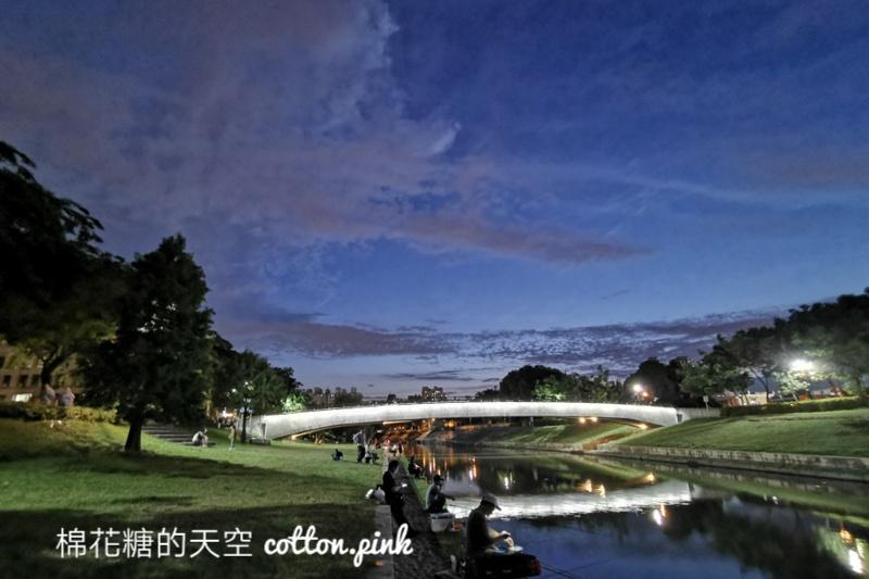 台中大里浪漫景點~興大康橋夜景超美的!