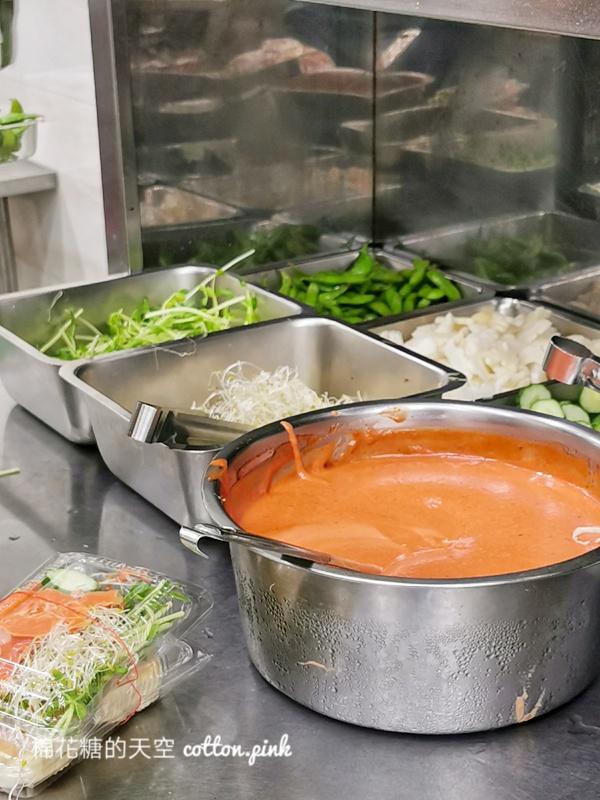 台中夜市牛排-從路邊吃到店面的德州牛排,沙拉、小菜濃湯吃到飽喔