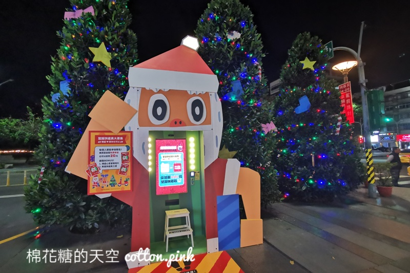 台中最新聖誕主題活動~積木造型直升機、聖誕老公公現身綠園道!