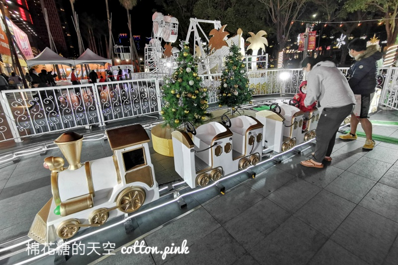 純白聖誕遊樂園超夢幻!放大版復古釣魚機必玩