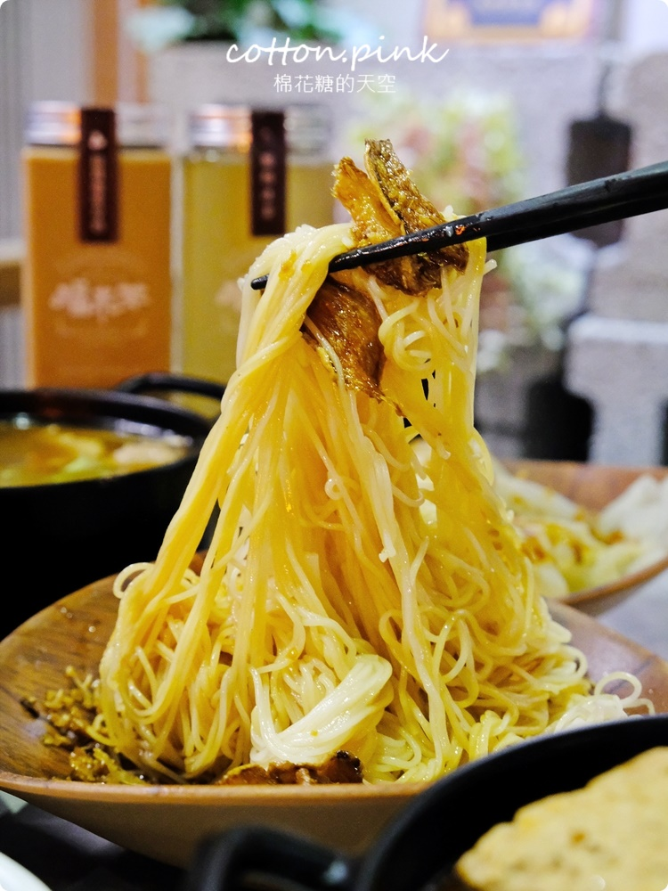 台中人氣滷肉飯新店!店裡麻油雞也好好喝~福來芳多種燉湯暖呼呼~