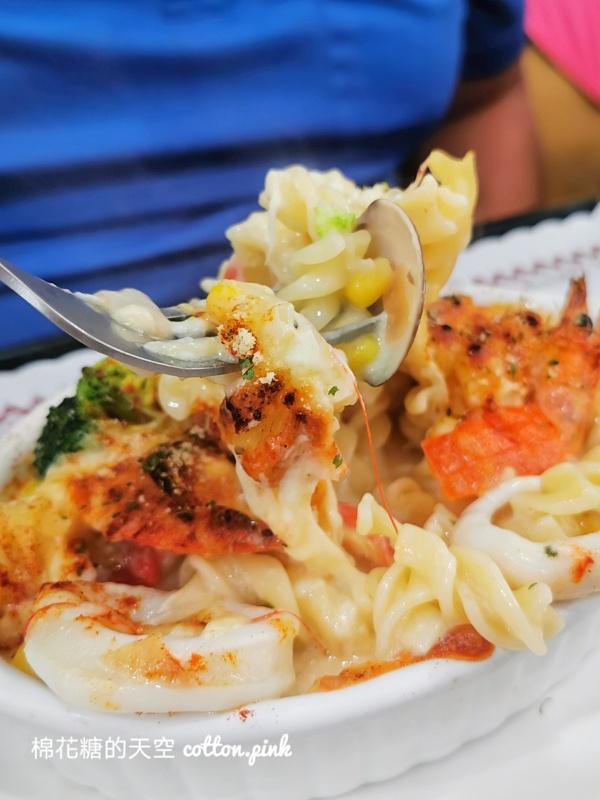 水果吃到飽!中教大旁這家餐廳超人氣~義大利麵、石鍋拌飯~9食圓連焗烤都有喔!