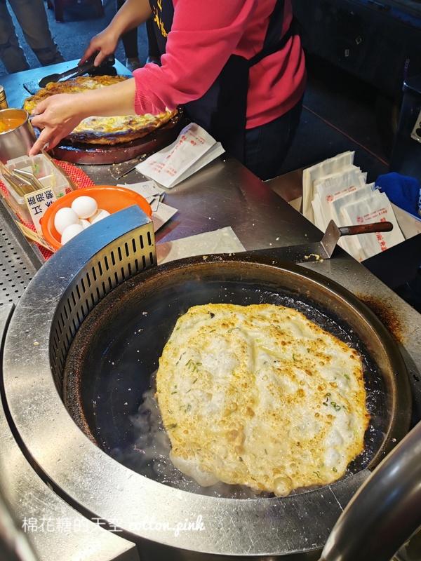 台中大雅夜市超人氣蔥油餅~假日想吃林江蔥油餅等半小時起跳!