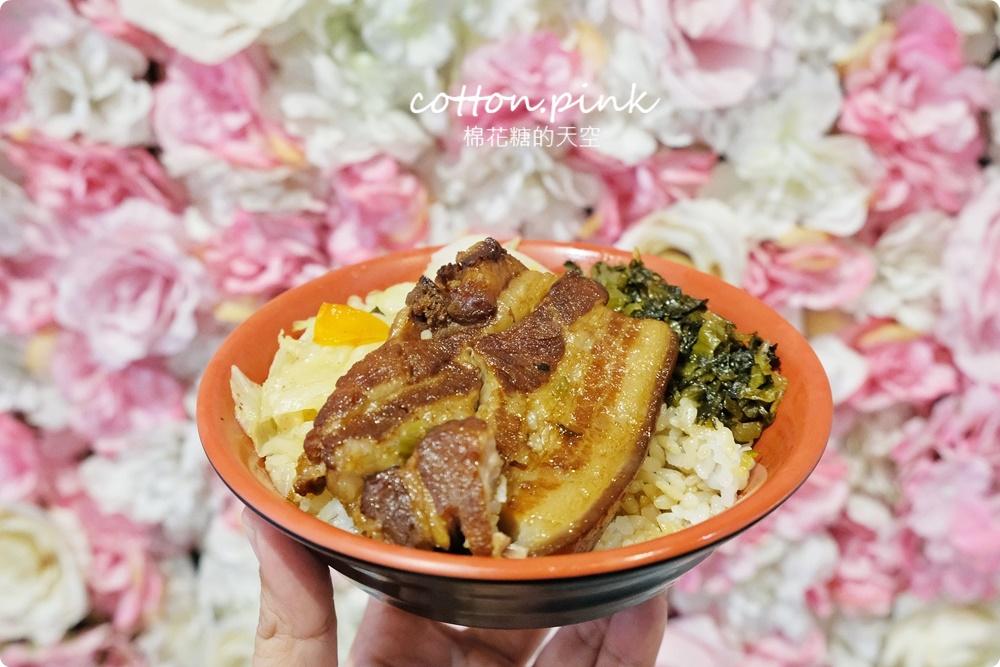 台中第一名爌肉飯店名超狂!店裡只賣三種口味便當~滿滿肥肉魯肉飯吃起來竟然不膩口!