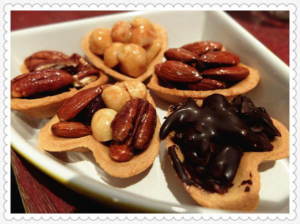 《台中送禮》送禮就選鴻鼎菓子堅果塔!健康好吃、顆顆飽滿,小心~一吃就愛上!