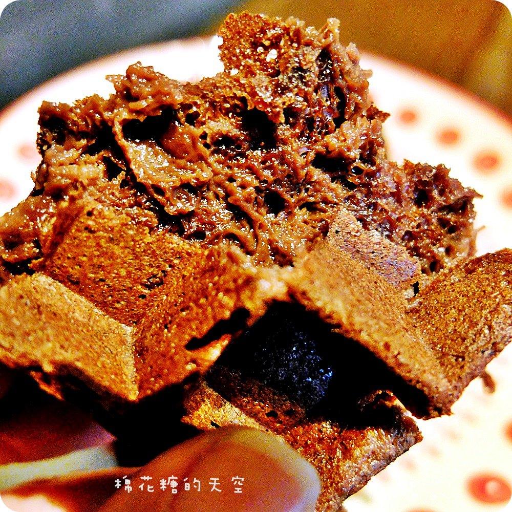 《台中咖啡》藏在住家大樓裡的MT49 Cafe芒果樹49號咖啡店,超用心法芙娜巧克力鬆餅外酥內軟好美味呀!