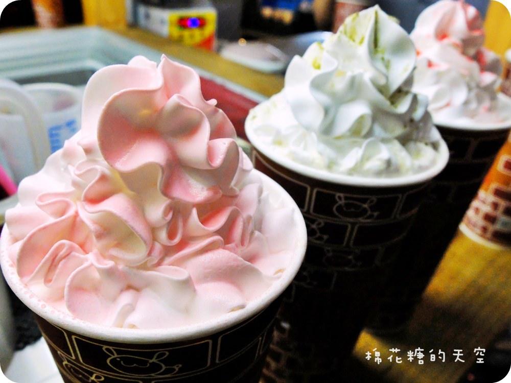 《台中飲品》逢甲名攤紅茶炸奶大里夜市也找的到喔!香醇奶茶一炸開出美麗奶油花囉~