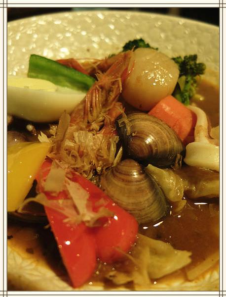 《台中美食》來自北海道的「心 湯咖哩」,口感清爽、味道濃郁,好料多到爆炸!