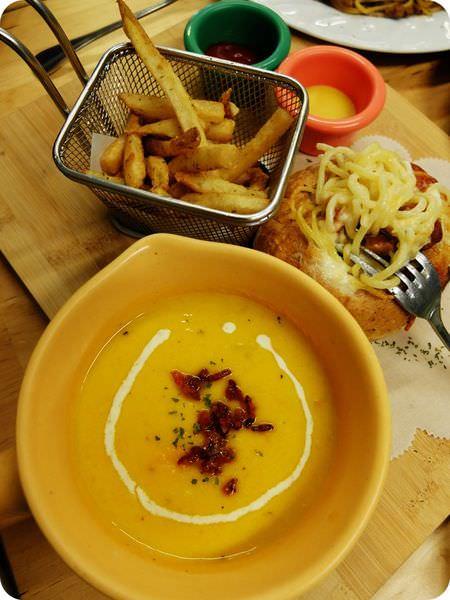 《台中美食》Soup 加湯十湯。用天然在地食材、滿滿喜樂平安心、成就碗碗營養美味
