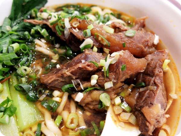 """《台中美食》用家一樣的溫暖,做最幸福的""""道地牛肉麵""""~好吃牛肉麵在豐原"""