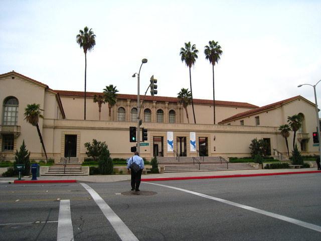 坐公車玩洛杉磯~Pasadena City Hall & 古城區