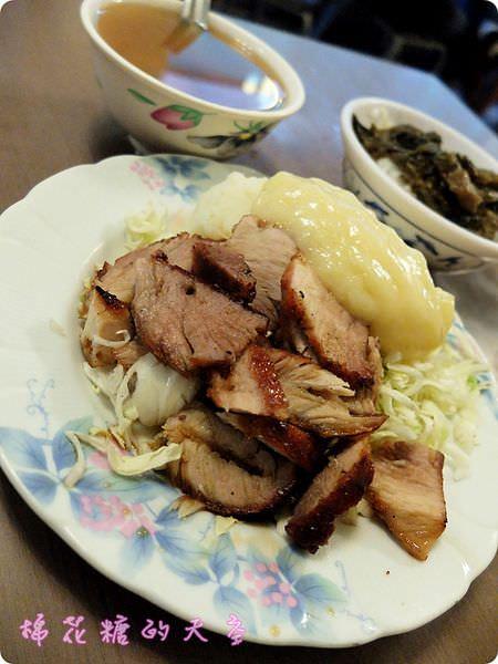 《台中美食》美食一條街~北平路排隊燒臘便當『鍋巴』,超大燒鴨腿太誘人啦!