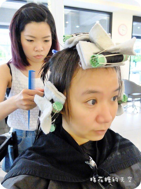 """《台中美髮推薦》逛街前先來秋子精緻髮型沙龍""""誰豆""""一下,一中、勤美剪燙染髮CP值超高的hair salon,美麗造型~讓人走路都有風唷!"""