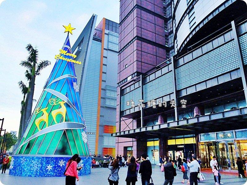 《台中活動》新光三越下雪啦!高高聖誕樹閃亮亮燈光秀~聖誕節前週末都有飄飄雪花唷!
