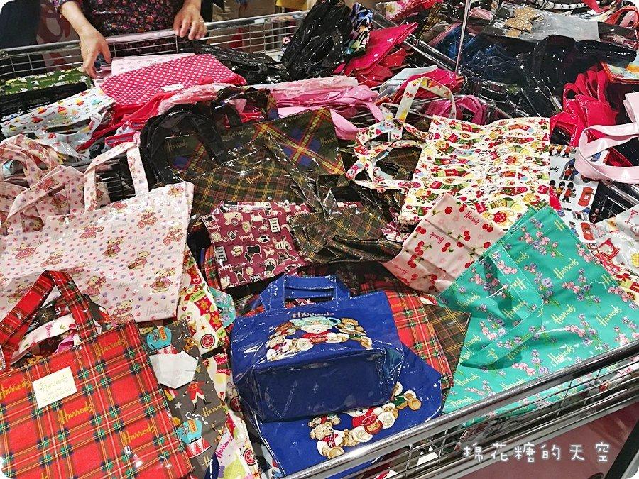 《台中購物》英國百年品牌Harrods特賣會超瘋狂~經典防水袋下殺3折起!姊妹們預備備~快到新光三越開搶!