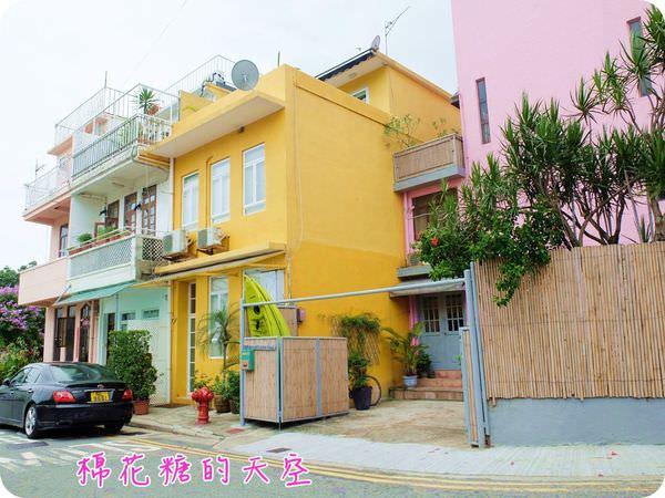 《香港自助遊》我在石澳遇見夢幻彩色村莊、細白浪漫沙灘,這~是香港嗎?