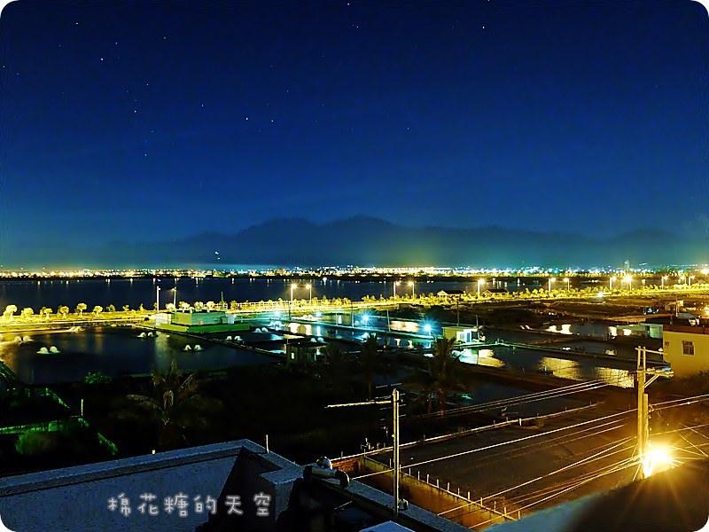 《東港住宿》家具比房子貴!全檜木家具滿滿芬多精,水映自在會館坐擁整個大鵬灣美景,右手邊是跨海大橋、左手邊是小琉球、一抬頭就是一大片的星星