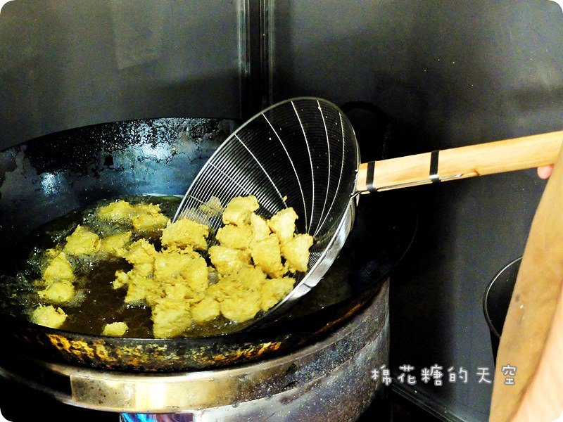 《嘉義美食》超好吃!嘉義民雄必吃美食~一派胡塩臭豆腐,天然酵素製作~酥脆外皮無人能敵!還有超爽口酸甜醬汁相伴~一吃就上癮啊!