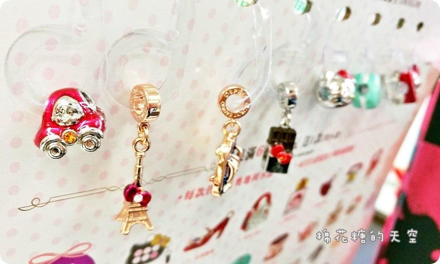 《超商集點》小七再出招啦!櫻桃小丸子、Hello Kitty首度聯名超可愛的啦!手環小串飾都蠻可愛的咧!還有限量立體鑰匙圈喔~