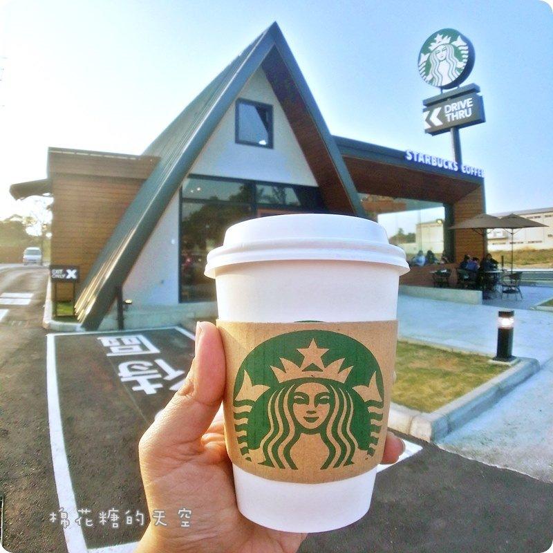 《嘉義咖啡》號稱全台灣最美的星巴克就在嘉義民雄喔!尖尖教堂造型~好像來到國外一樣~