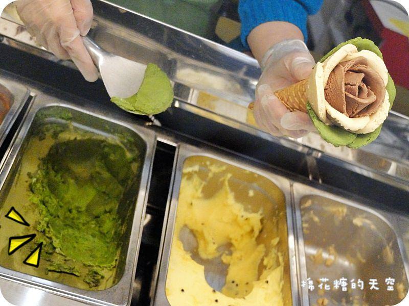 《台中甜點》來隻優雅玫瑰花冰淇淋吧!大雅布達佩斯就用好吃冰淇淋變魔術~