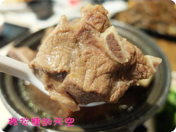 《台中美食》來到中友百貨嚐嚐異國風~新萬利道地肉骨茶~