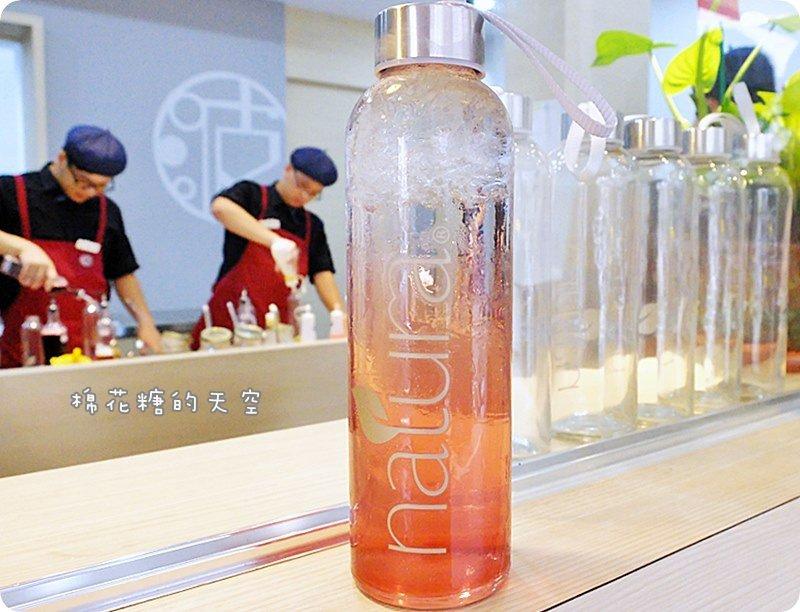 """《台中飲料》夏天就是要來杯清爽氣泡水呀!向上市場附近""""波波打嗝""""~用高檔Natura氣泡水調飲料唷!八月底前原廠玻璃瓶只要99元!"""