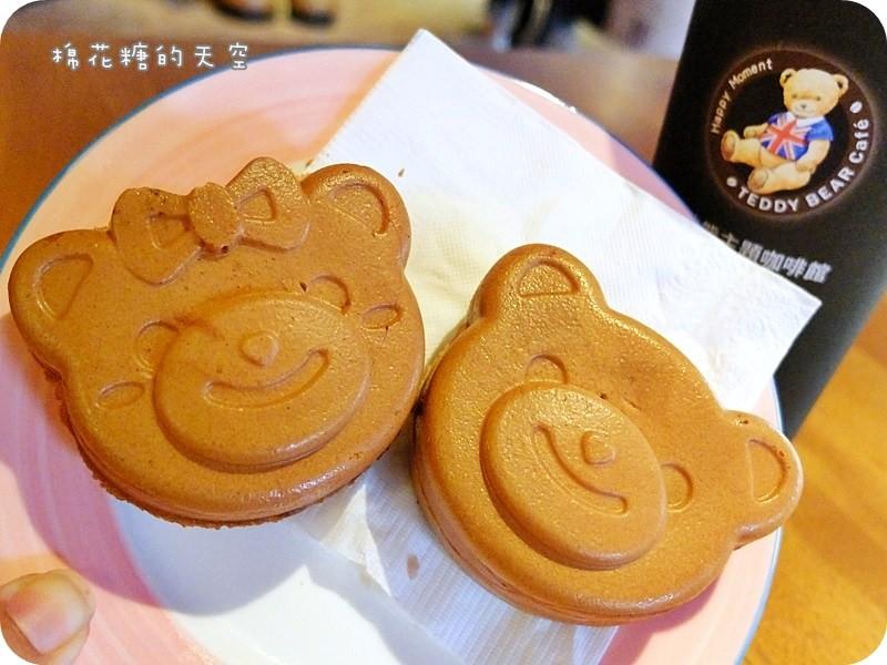 《台中甜點》三公尺高泰迪熊在泰迪熊主題咖啡館唷!還有超可愛泰迪熊兒頭型果子燒、飲料都是用蜂蜜調味的喔!
