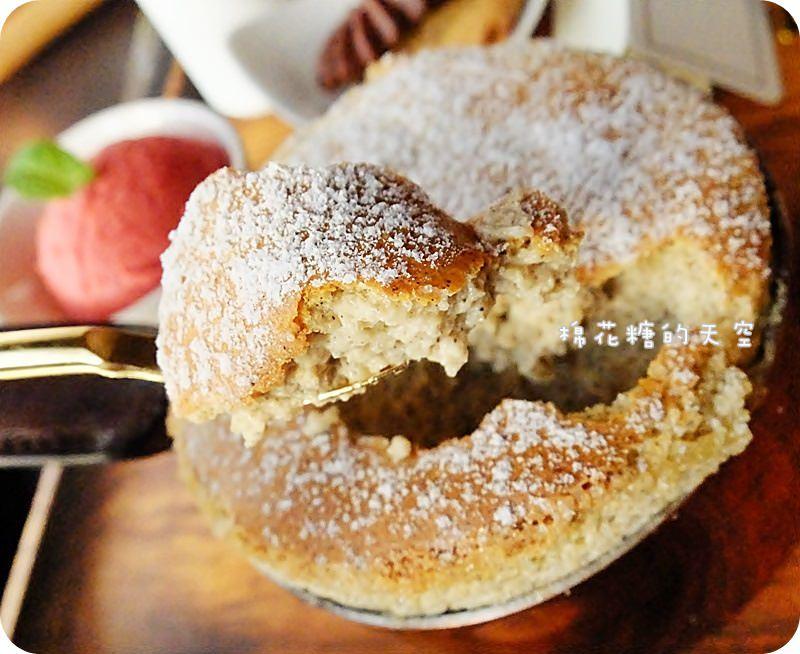 《台中甜點》卡啡那每日限量單一口味舒芙蕾~我吃到最愛的伯爵口味啦!還有精緻甜點~蠻平價的喔!