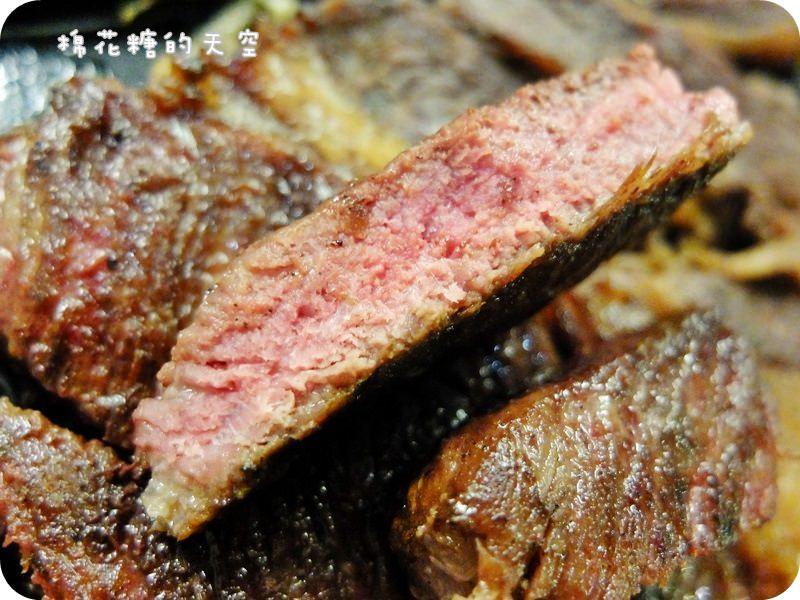 《台中美食》吃夜市牛排也可以很時尚,一中街鐵板伍味牛排口味隨你搭,還有飯麵任你選~