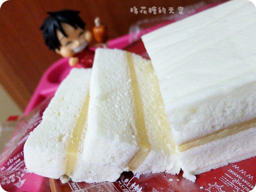 《台中甜點》豐原在地人推薦的好吃甜點~豆漿蛋糕,一開盒就有濃濃豆香氣,又綿又細的蛋糕讓人一吃難忘!