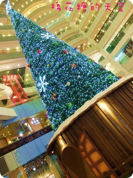 <2014聖誕節特輯>台中後火車站新時代透天高聖誕樹,星巴克過聖誕!